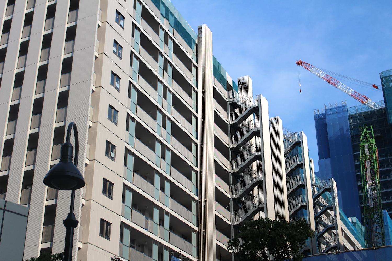 武蔵浦和SKY&GARDEN左の建物