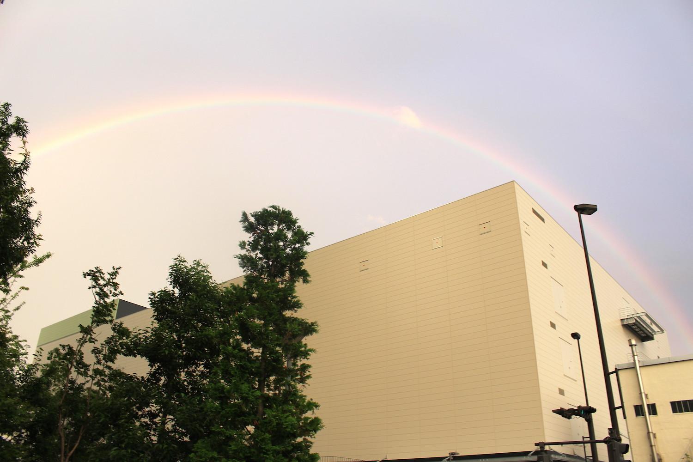 ロッテ工場と虹
