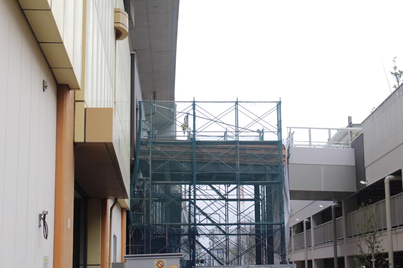 マーレと武蔵浦和ガーデンの間の橋(作成中)
