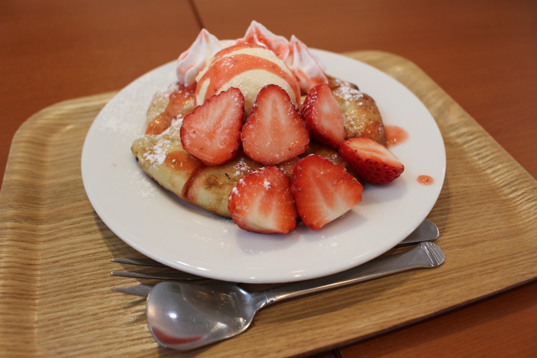 苺のホットブレッドケーキ